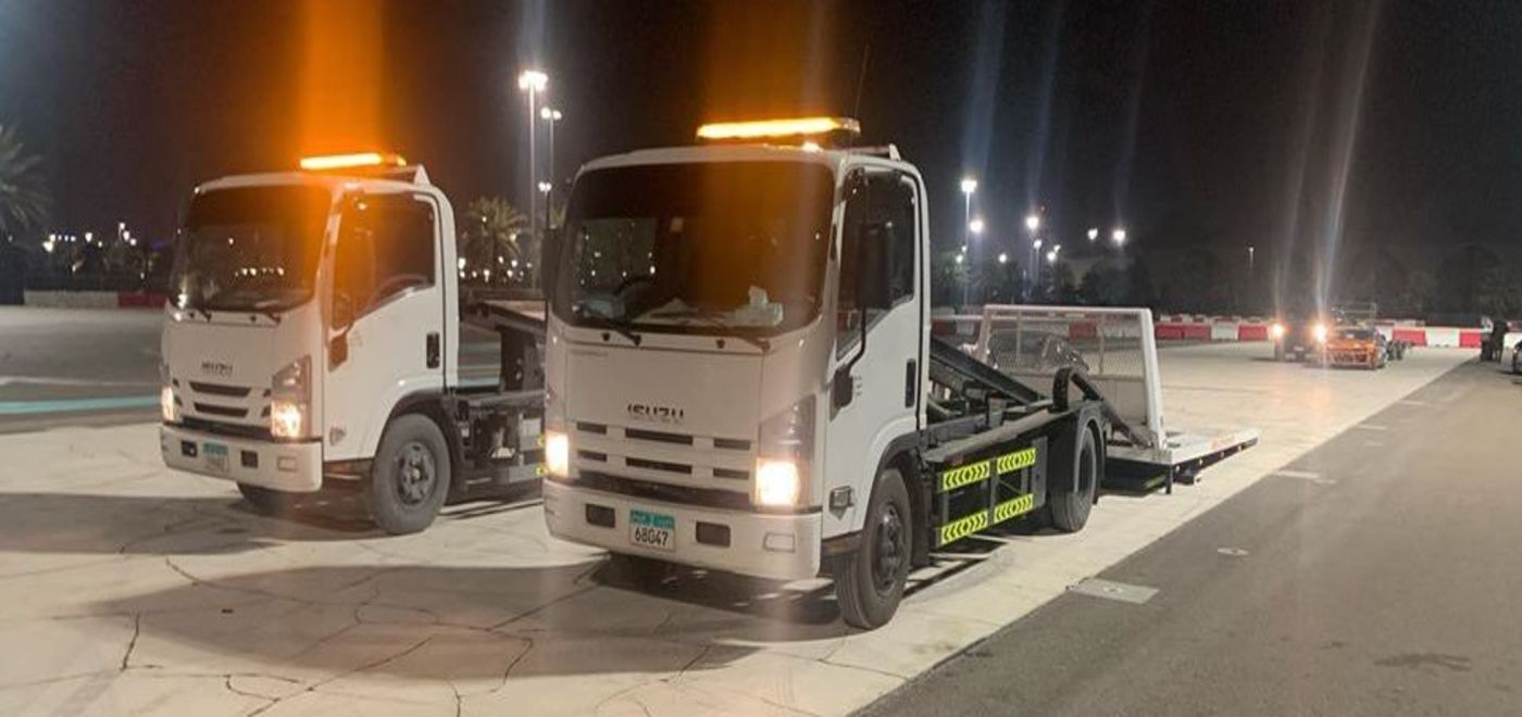 Flatbed car recovery truck